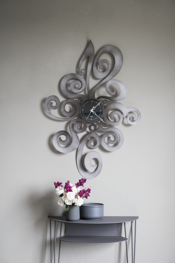 Noemi wall clock with modern design console